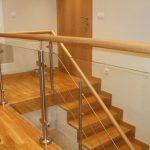 escalera de madera acero y vidrio Zuhaizki
