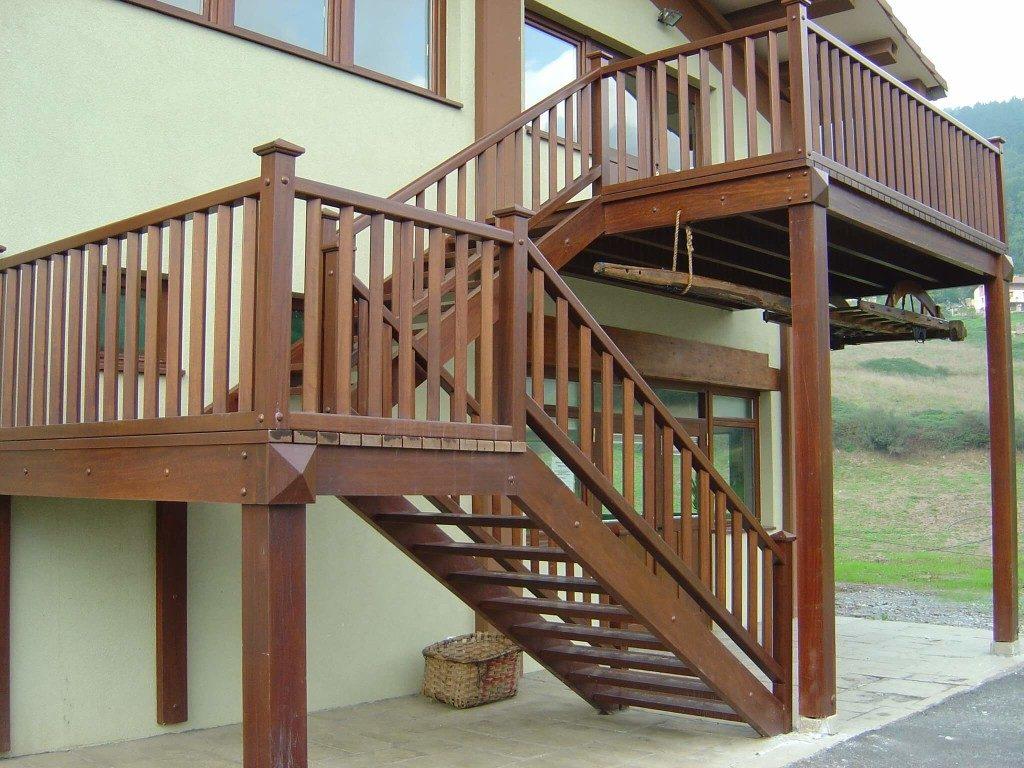 escalera de madera exterior_Zuhaizki
