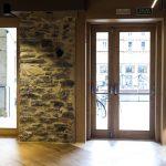 Puerta de entrada y ventanal de madera maciza Zuhaizki