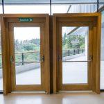 Puertas de entrada de madera maciza Hotel Arima